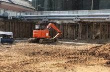 Выполнение комплексных земляных работ гусеничным экскаватором